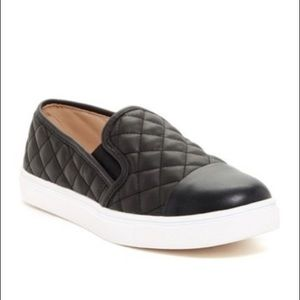 BRAND NEW/NEVER WORN Steve Madden quilted shoes